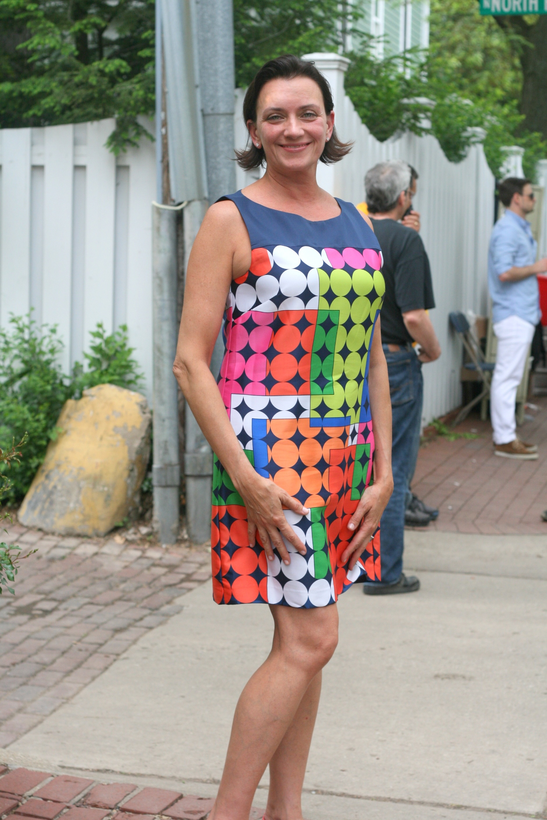 Loving Ms. Lucy's Wogtas's very in colourful 60's-style print dress by Laundry. What a way to celebrate summer & style!
